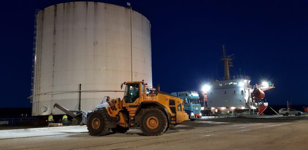 Så hittade 520 ton cisterner nytt hem i Danmark